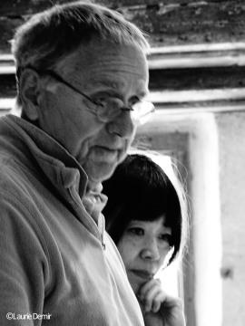Pendant l'installation, avec Erhard Friedberg, membre du comité de sélection des artistes